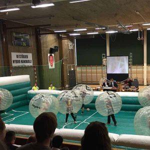 bumperfotboll body zorb på uppblåsbar plan 17x8 m vid event