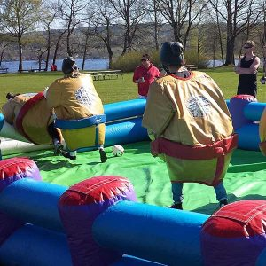 sumofotboll. fotboll i sumodräkter vid svensexa i borås