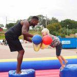 Gladiator uppblåsbar aktivitet barn mot gladiator